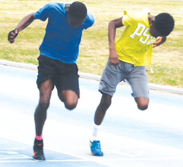 Epic finish boys 100m. [Photo: Anthony De Beauville]