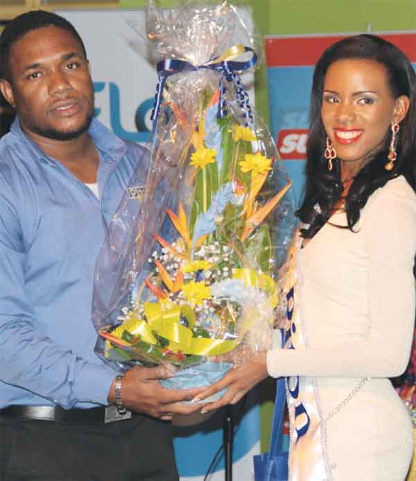 """Brand Manager Lorence presents a bouquet to """"Miss Piton"""""""