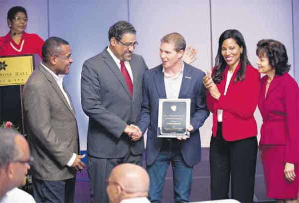 Stewart (centre) is presented with the Hotelier of the Year Award by Minister of Tourism and Entertainment Dr Wykeham McNeill (second right) at the Jamaica Hotel and Tourist Association (JHTA) Annual General Meeting.