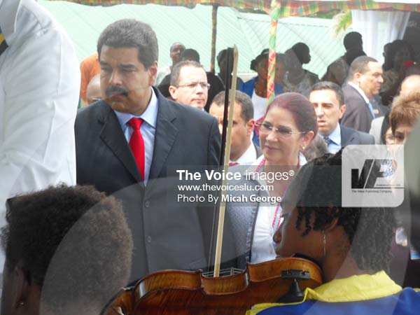 Image of Maduro meeting NICE employees who welcomed him at the Prime Minister's official residence Saturday.