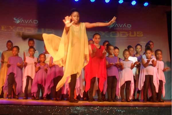 Avad Dance solist and group.