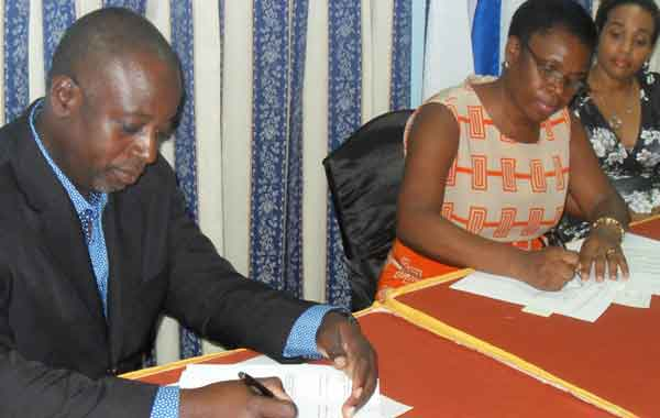 Image: The MOU being signed by Paul Waithe and Jacqueline Emmanuel-Flood.