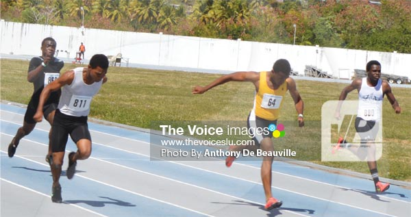 Image: A close finish in the boys 100 metres final (PHOTO: Anthony De Beauville))