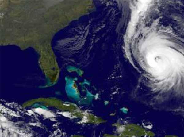 Hurricane in northern Atlantic (PHOTOAP)