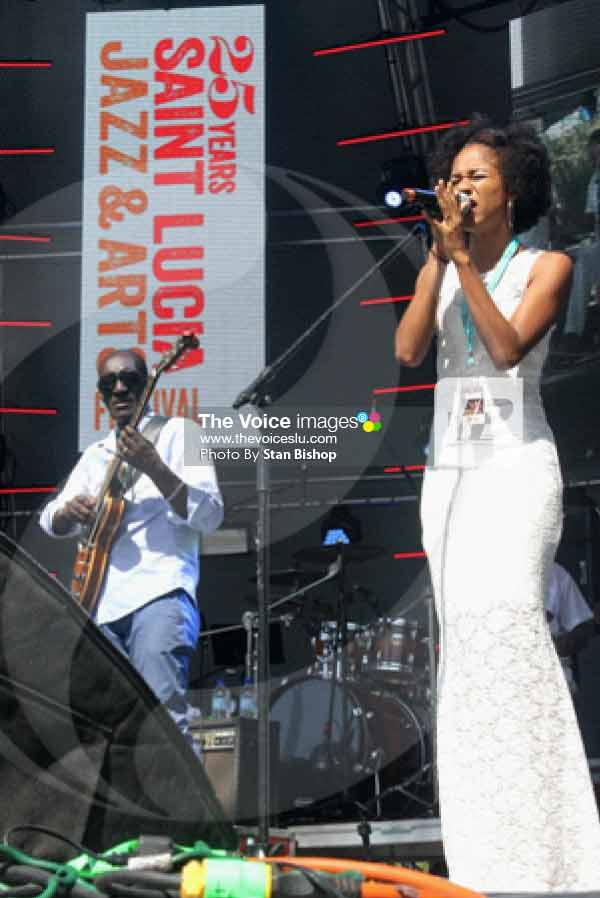 """Image: Legendary guitarist, Ronald """"Boo"""" Hinkson, and Shannon performing """"King of my Jungle"""" at Main Stage Sunday. [PHOTO: Stan Bishop]"""