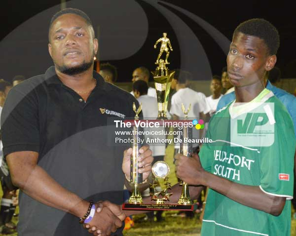 Image: (L-R) WLBL representative presenting VFS goal scorer and MVP of the tournament No. 8 Nyrone Winter with his award    [PHOTO Anthony De Beauville]