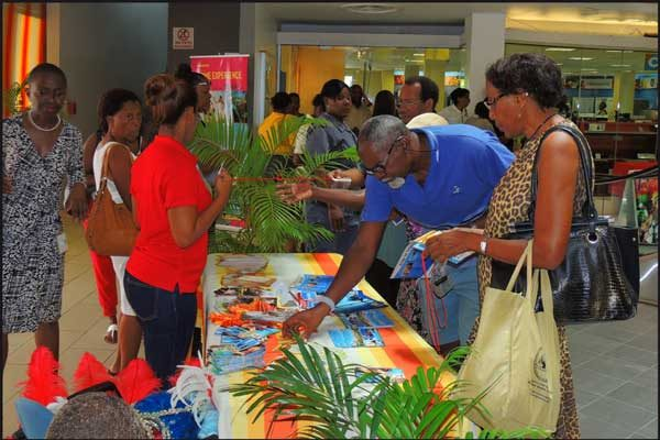 img: Patrons at T&T showcase