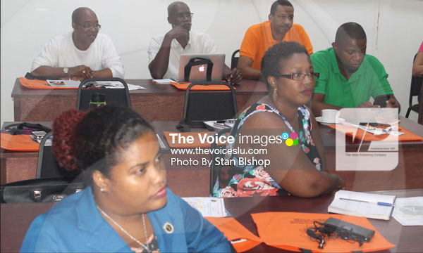 img: Media workers at an ECTEL clinic last weekend.