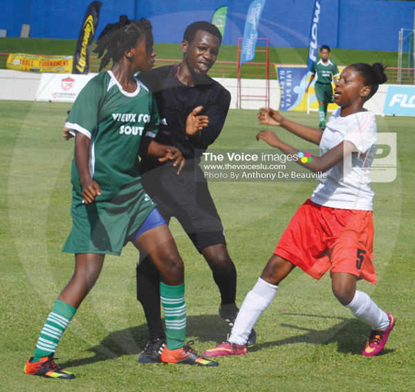 IMG: Head flare up on the square as the referee tries to calm things down between Soufriere and Vieux Fort South. (Photo Anthony De Beauville)