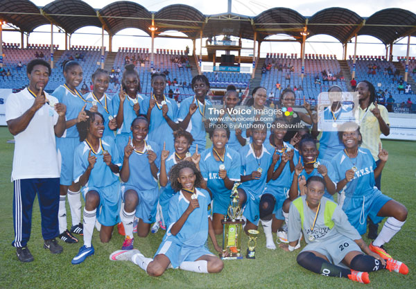 IMG: Mabouya Valley women celebrate their championship victory. (Photo Anthony De Beauville)