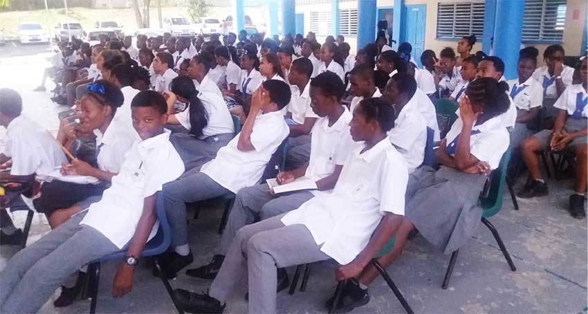 Image of students of Corinth Secondary