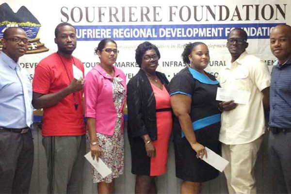 Image: Teachers receiving cheques from SRDF.