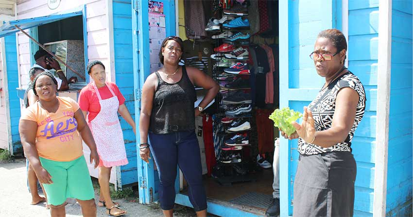 Image of some vendors who are displeased by CCC's decision to remove the huts. [PHOTO: PhotoMike]