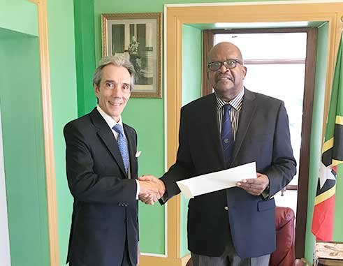 Image: H.E. Luis Beltrán Martínez Thomas & His Excellency Sir Samuel Weymouth Tapley Seaton