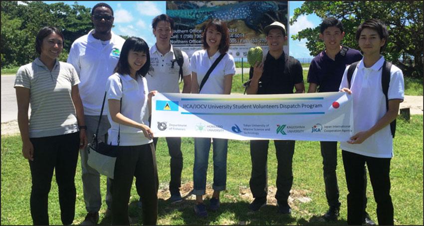img: Craig Henry of SLNT, fisheries coordinator Matsuoka (l), and the volunteers.