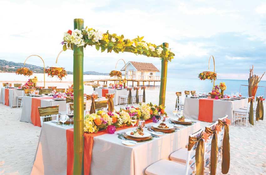 Image: Farewell Beach Dinner Set-up