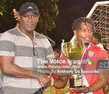 Image: Parliamentary representative for Gros Islet Lenard Montoute presenting the 'Spider Cup' to KFC–GMC United captain Charlery Mathurin. (Photo: Anthony De Beauville)