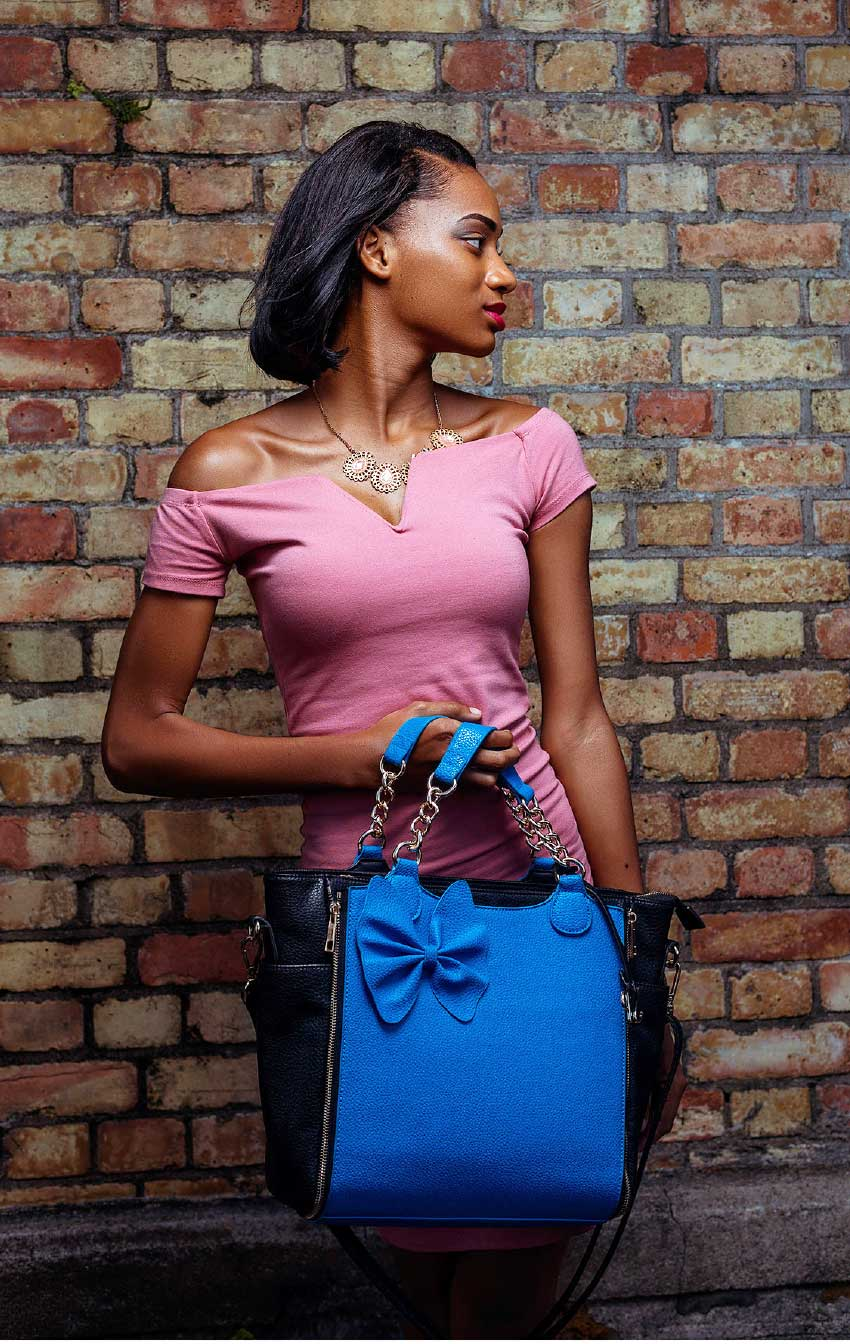 Image of Model with her interchangeable tifizouk.