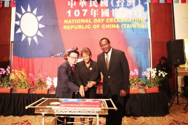 Image: Acting Prime Minister Montoute (right), President of the Senate Giraudy-McIntyre (centre) and Counsellor Huang (left) cut a cake together to celebrate the 107th anniversary of the Republic of China (Taiwan).