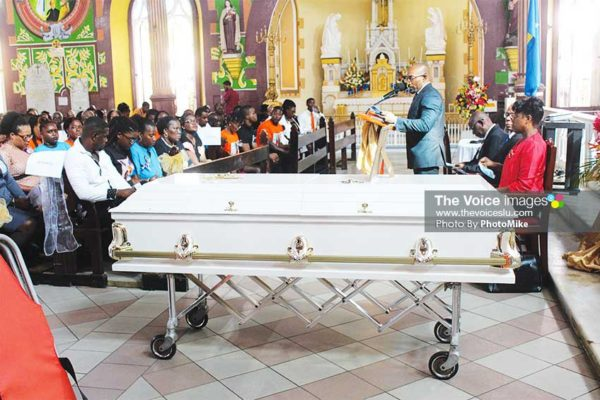 Image: The funeral service was well-attended and relatives mourned in grief. (PHOTO: PhotoMike)