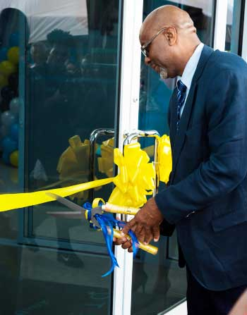 The ribbon cutting ceremony marked a new milestone for the Bank.
