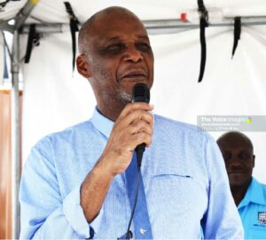 Image of Mayor Francis addressing vendors on Tuesday at the temporary market in Castries. [Photo: PhotoMike]