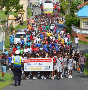 Image: A combination of students, teachers and parents walking to build healthy bodies and sustain energetic minds. (Photo: Anthony De Beauville)