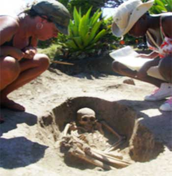 Image: Amerindian burial site at Cas en Bas discovered (2009). Source:  Archaeological team