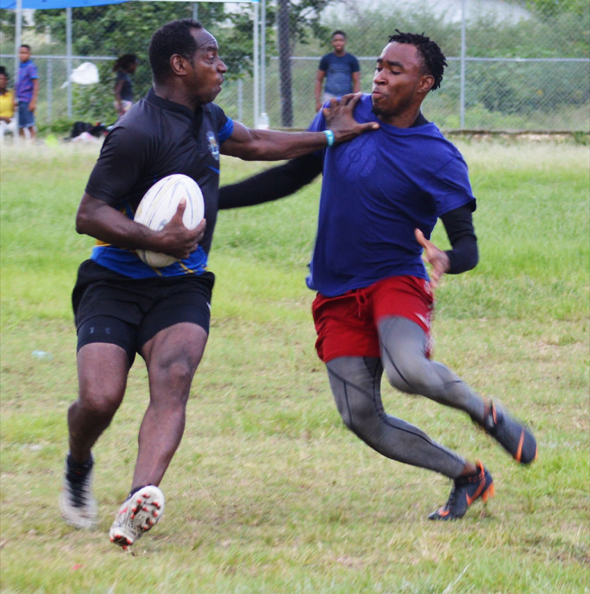 Image: Flashback!! Some of the action in the first 7s final between Jerry Charles (Rogues) and Jeano Henry (Renegades). (PHOTO: Anthony De Beauville)