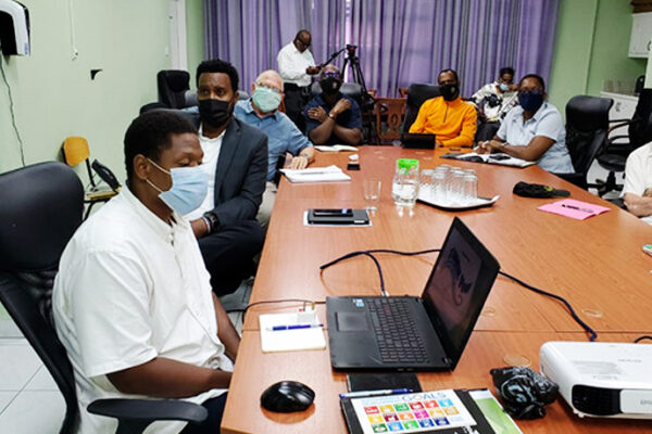 Image: Officials of the Ministry of Sports and Toronto Raptors in discussion.